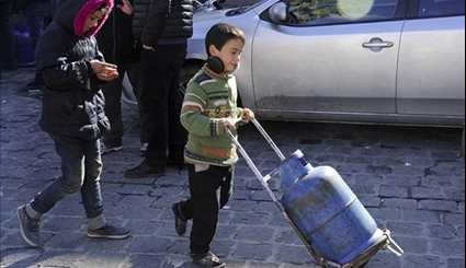 Syrian Authorities Distribute Gas Canisters, Water Supplies in Damascus