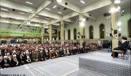 Leader receives people of Qom