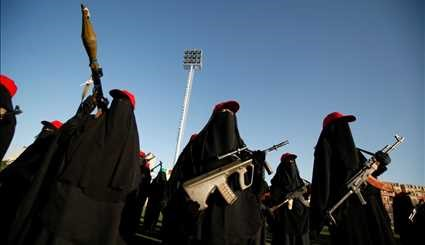 ARMED HOUTHI WOMEN ON THE MARCH