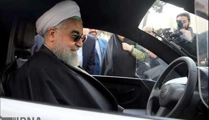 Rouhani visits indiginous electric vehicles