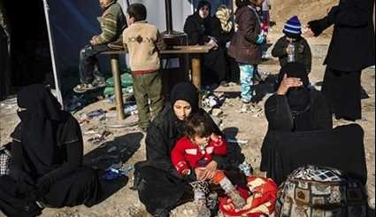 Iraqi Forces Assist Displaced People of Mosul Fleeing ISIL's Violence