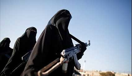 Yemeni Women Stage Armed Parade to Support War against Saudi Violence