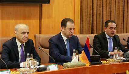 Armenian def. min. officially welcomed in Tehran
