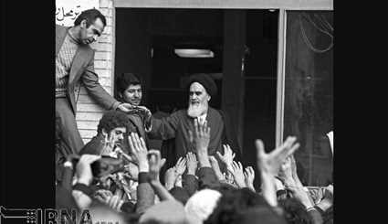 14 February 1357 - meeting people, Imam Khomeini (RA) in the