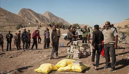 IRCS Workers Provide Humanitarian Aid for Flood-Hit Areas in Southern Iran