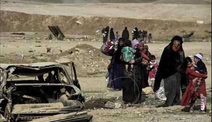 Displaced Iraqis Flee Mosul as Security Forces Battle ISIL