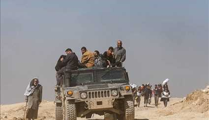 Iraqis Flee as Government Troops Advance in Western Mosul
