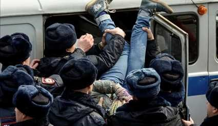 Russian police detain hundreds of protesters
