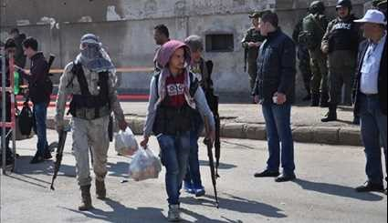 Gunmen, Their Family Members Leave Al-Wa'er Neighborhood in Homs