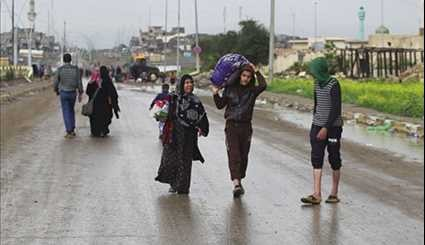 Displaced Iraqis Flee Their Homes in Area West of Mosul