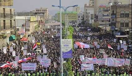 Yemenis Protest Saudi Bombings & 'Traitors Supporting War of Aggression'