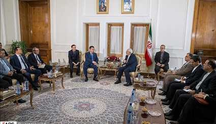 Zarif meets with Kyrgyz Parl. speaker