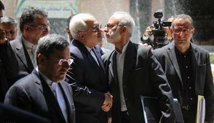 Zarif visits election committee for expatriates