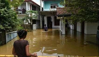 Sri Lanka Floods Battle to Rescue Stranded as Death Toll Mounts