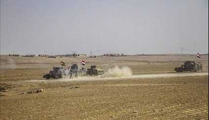 Iraqi Popular Forces Win back More Territories from ISIL at Border with Syria