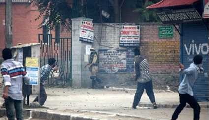 Clashes Erupt after Eid Prayers in Kashmir
