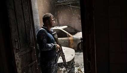 Iraqi Forces Advancing through Streets of Old City of Mosul
