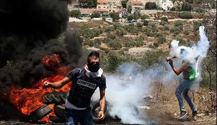 Palestinians Clash With Israeli Soldiers