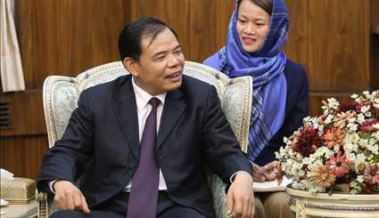 Iran's 1st VP meets with Vietnamese min.