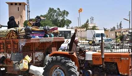Hundreds of Syrian People Return Home in Deir Hafer