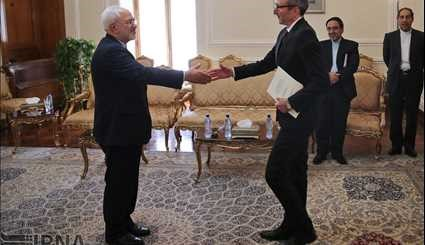 Austria's new ambassador submitting copy of his credentials letter to Iranian FM on July 24، 2017