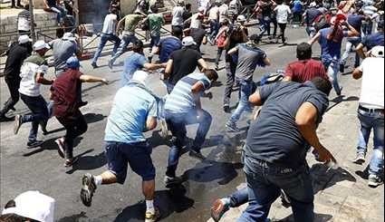 Dozens of Palestinians Injured in New Clashes near E. Jerusalem's Shrine