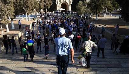 10,000 Palestinians Pray at Jerusalem's Al-Aqsa Mosque