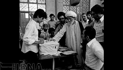 August 1978 - Election of Assembly of Experts on Constitution / Images