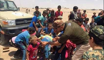 Iraqi Popular Forces Provide Humanitarian Aid to Displaced Families of Mosul