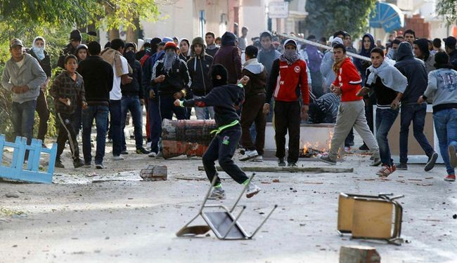 Tunisia protestors torch ruling party office