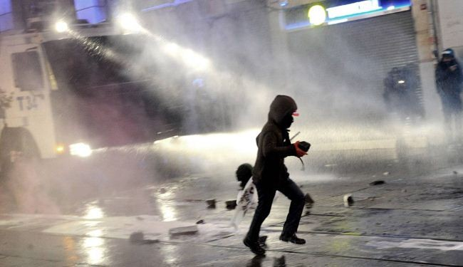 Turkish police use tear gas to disperse protesters