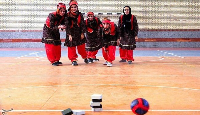 In Picture: Iranian girls paly traditional game
