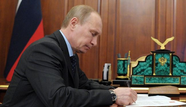 Putin signs decree for Crimea to officially join Russia