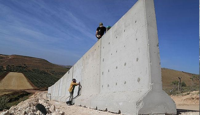 Turkey building wall to counter Syria militants' threats