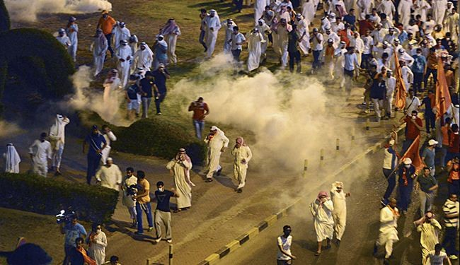Kuwait police fire tear gas to disperse protestors