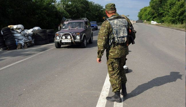 Russia closes border crossings with Ukraine amid clashes