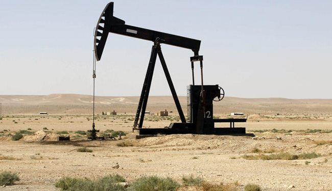 ISIL terrorists 'sell Syrian oil to Iraqi businessmen'