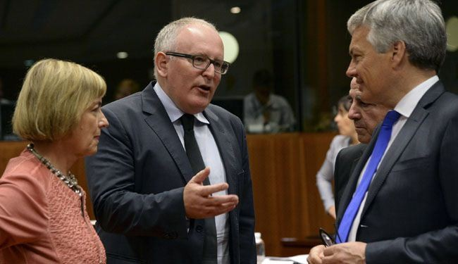 EU ministers consider arms embargo against Russia