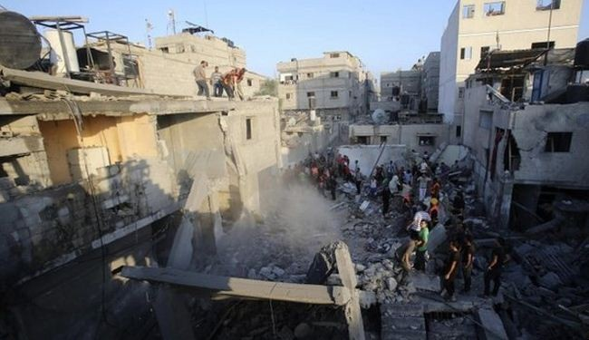 Israel kills entire family before truce, death toll tops 940