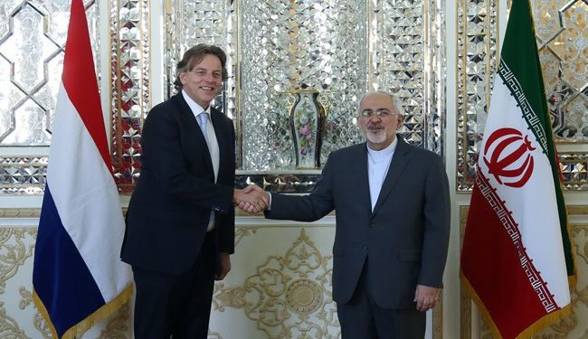 Iranian FM Zarif, Dutch FM Koenders Hold Joint Press Conference