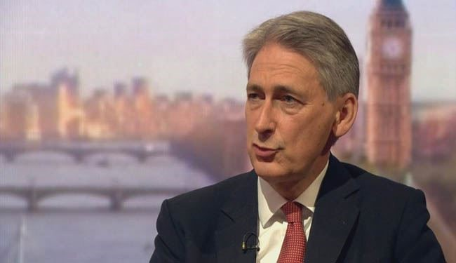 There Are People in UK 'Love to Smuggle' Bomb onto Airplane: Hammond