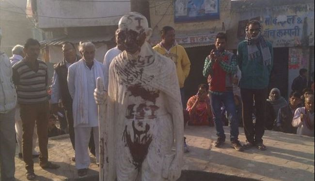 ISIS Vandalizes Gandhi Statue in India & Promises Republic Day Attack