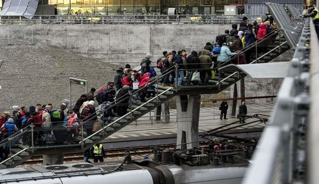 Sweden Expects to Expel up to 80,000 Asylum-Seekers