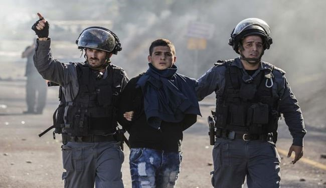 Zionist Forces Detain 17 Palestinians in West Bank, Gaza.