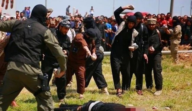 ISIS Terrorists in Syria Stone 2 Girls to Death and Behead 2 Men in Deir ez-Zor