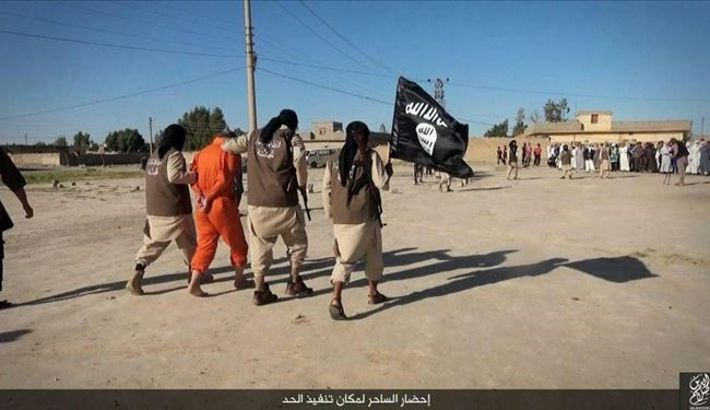 Graphic PICTURES: Daesh Beheads a Man in Iraq Accusing Him for Sorcery