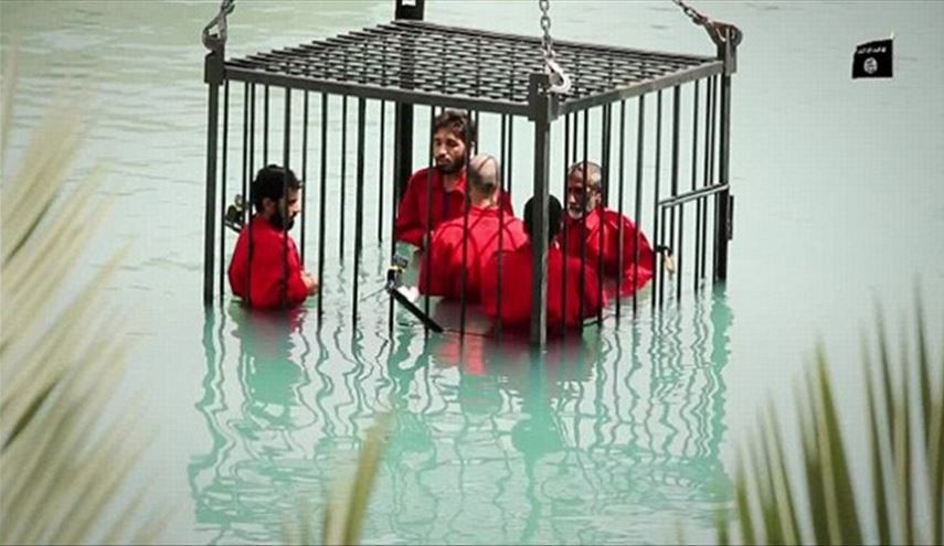 ISIS Barbarically Executes 8 Iraqi People by Drowning inside Cage in Mosul City
