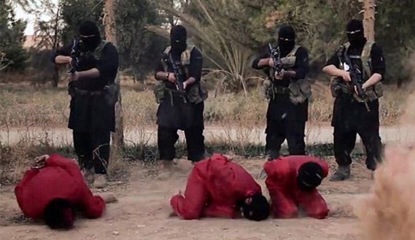 Daesh Firing Squad Executes Four of Its Own Members in Iraq on Espionage Charges
