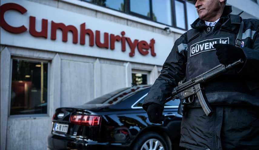 Turkey Arrests Head of Opposition Newspaper Cumhuriyet