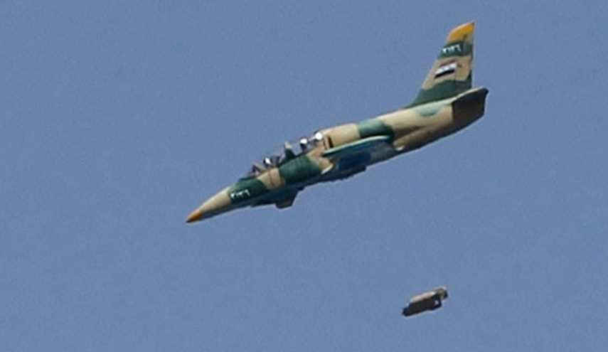 Syrian Air Force Pounds ISIS, Al-Nusra Positions Heavily in Homs